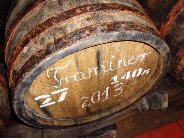 Абхазия Молодое вино в дубовой бочке